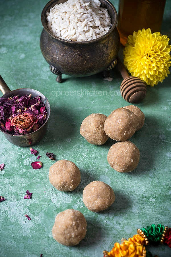 Aval Urundai / Poha Honey Ladoo