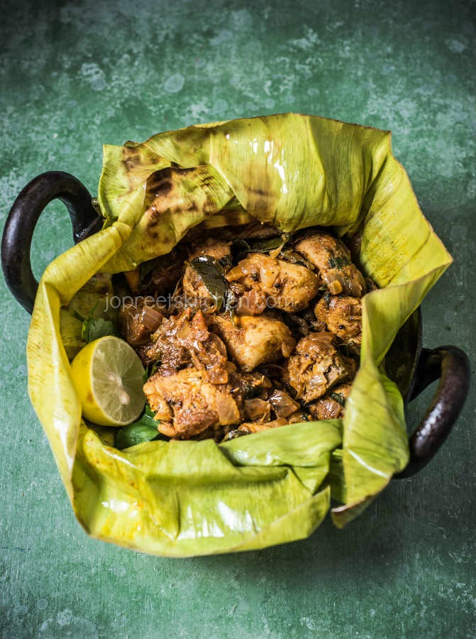 Potlam Chicken Varuval | Chicken Masala in Banana Leaf